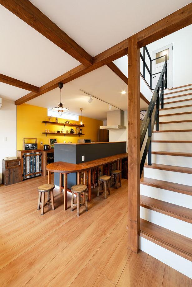 間取りのポイントは、キッチンを中心に家族が集まるLDK。北欧風のあたたかみのあるおしゃれなデザインで画像2