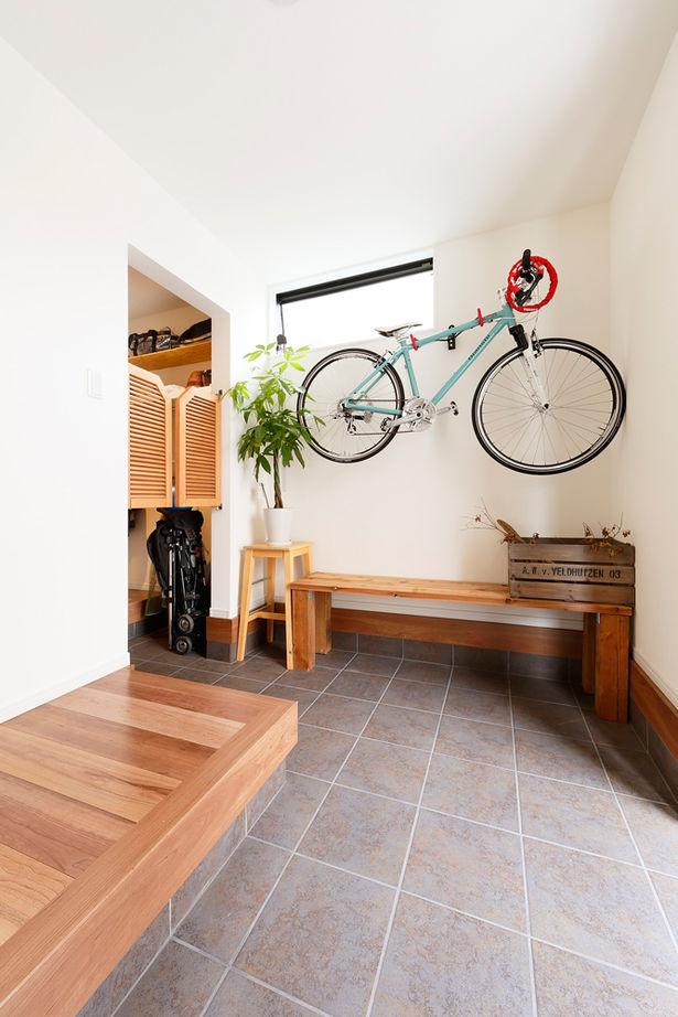 北摂で、ライフスタイルに合ったオリジナルプランを木のインテリアで。玄関土間やビルトインガレージも便利画像2