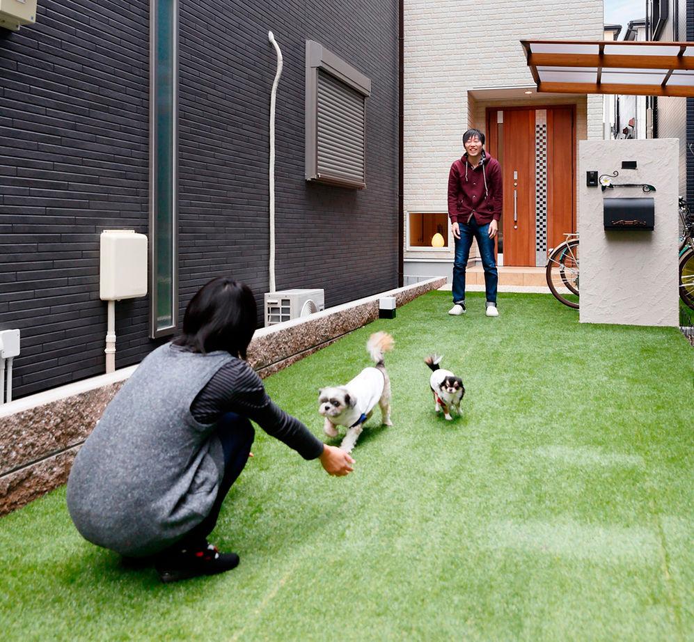 豊中で、変形地を活かしてドッグラン!ペット専用の覗き窓やカフェテラスもある、愛犬と楽しく暮らせる家画像1