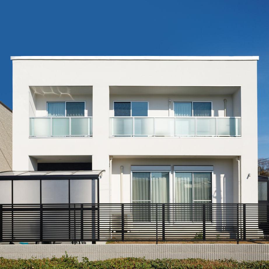 白い外観に、広いリビング、お気に入りのインテリア。好きなものを詰め込んだ大満足の家画像2
