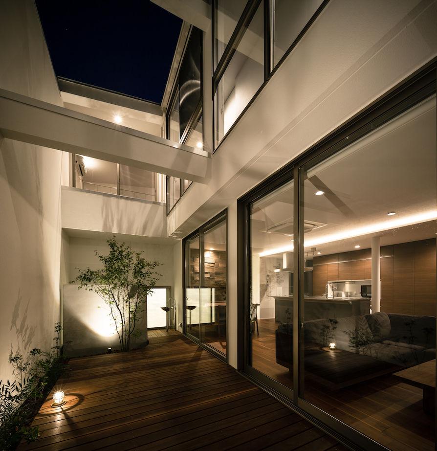 「矩形の家」 広く開放的なエントランスと大きな壁面収納 自然のやわらかい光と風を取り込む中庭のある家画像3