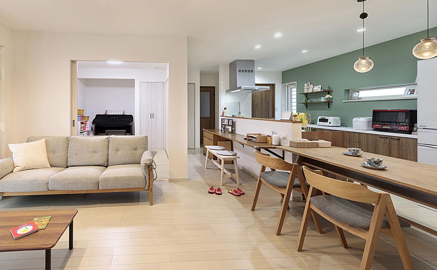 一体感のある間取とスムーズな家事動線が快適。秘密基地のようなロフトも楽しい平屋づくりの家画像1