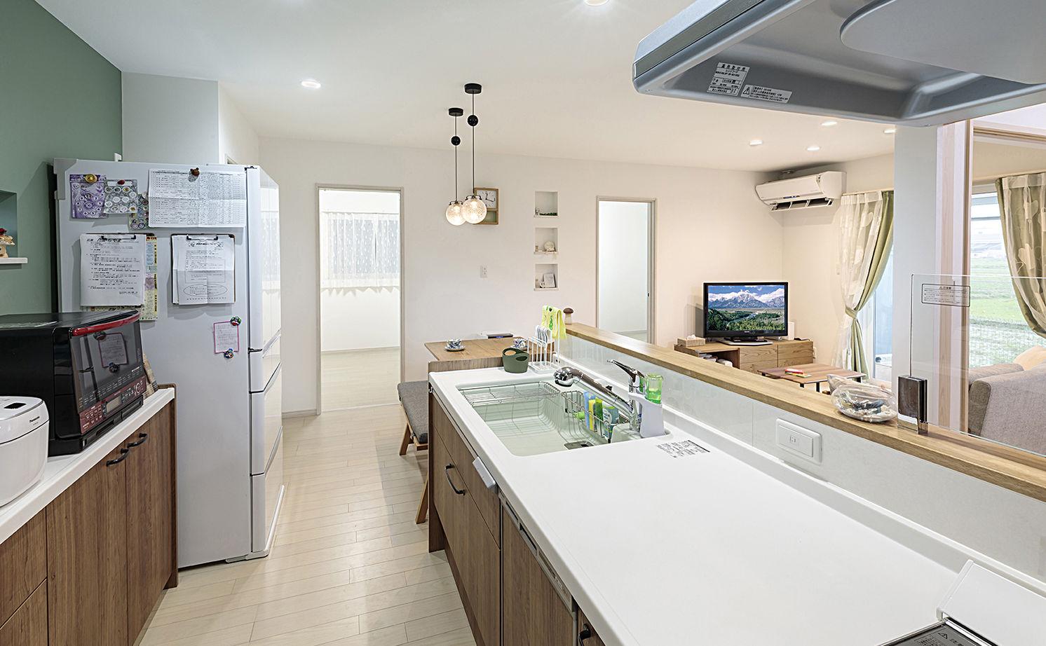 一体感のある間取とスムーズな家事動線が快適。秘密基地のようなロフトも楽しい平屋づくりの家画像3