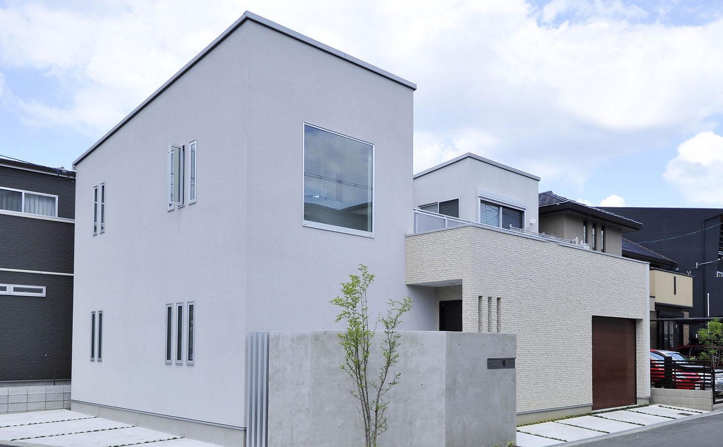 【2900万円/中庭】中庭を通して視線が繋がる インナーガレージのある家画像1