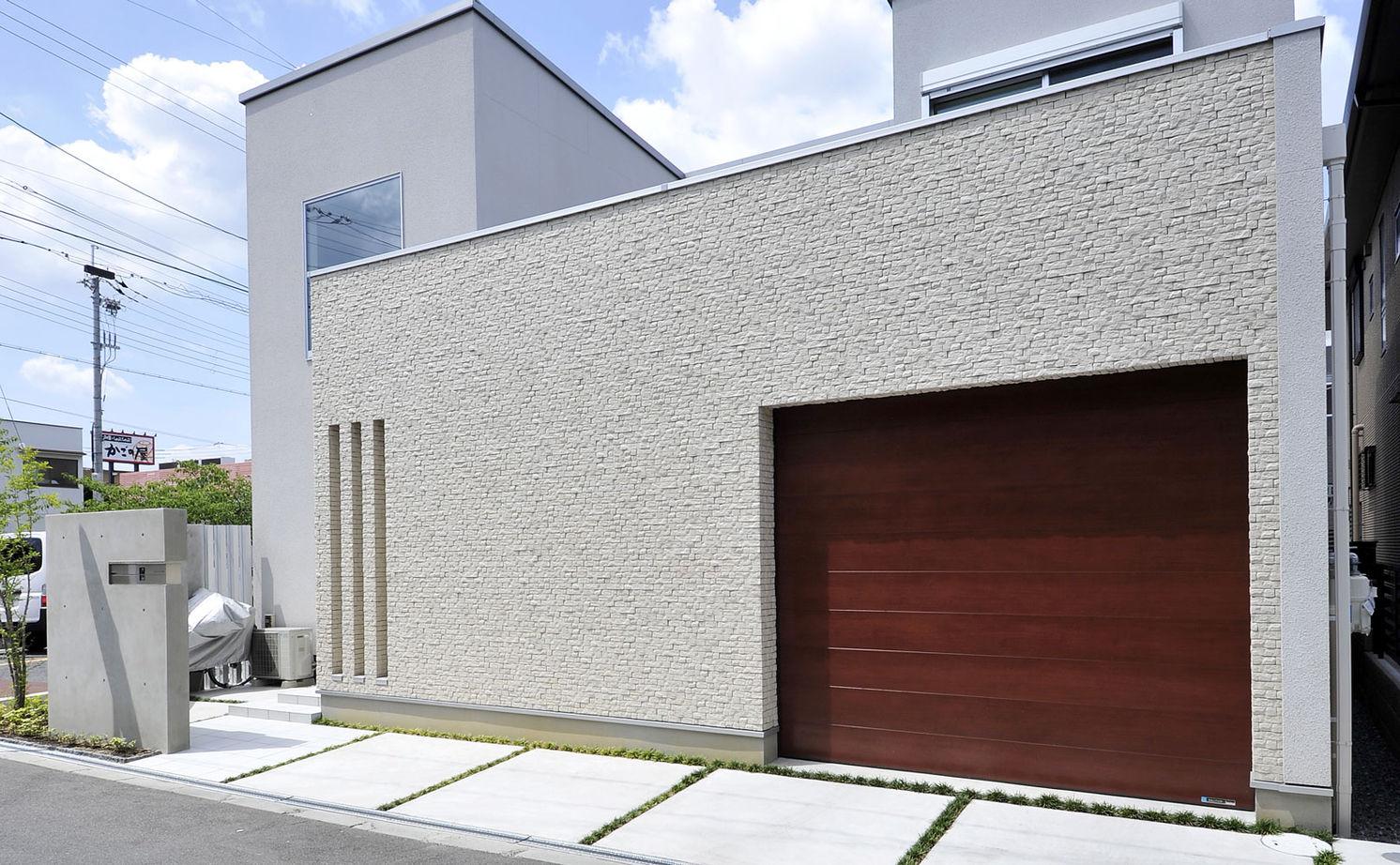 【2900万円/中庭】中庭を通して視線が繋がる インナーガレージのある家画像2