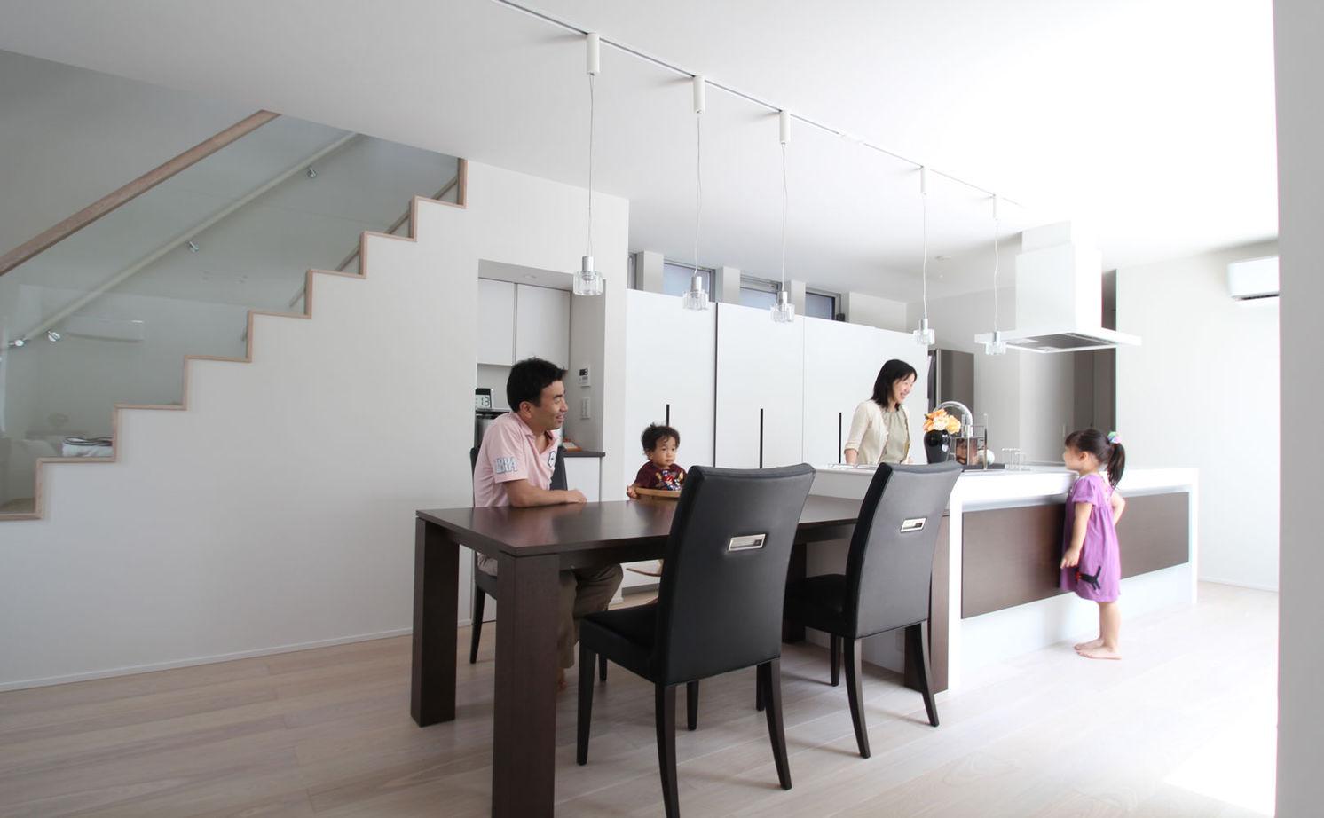 【2900万円/中庭】中庭を通して視線が繋がる インナーガレージのある家画像3