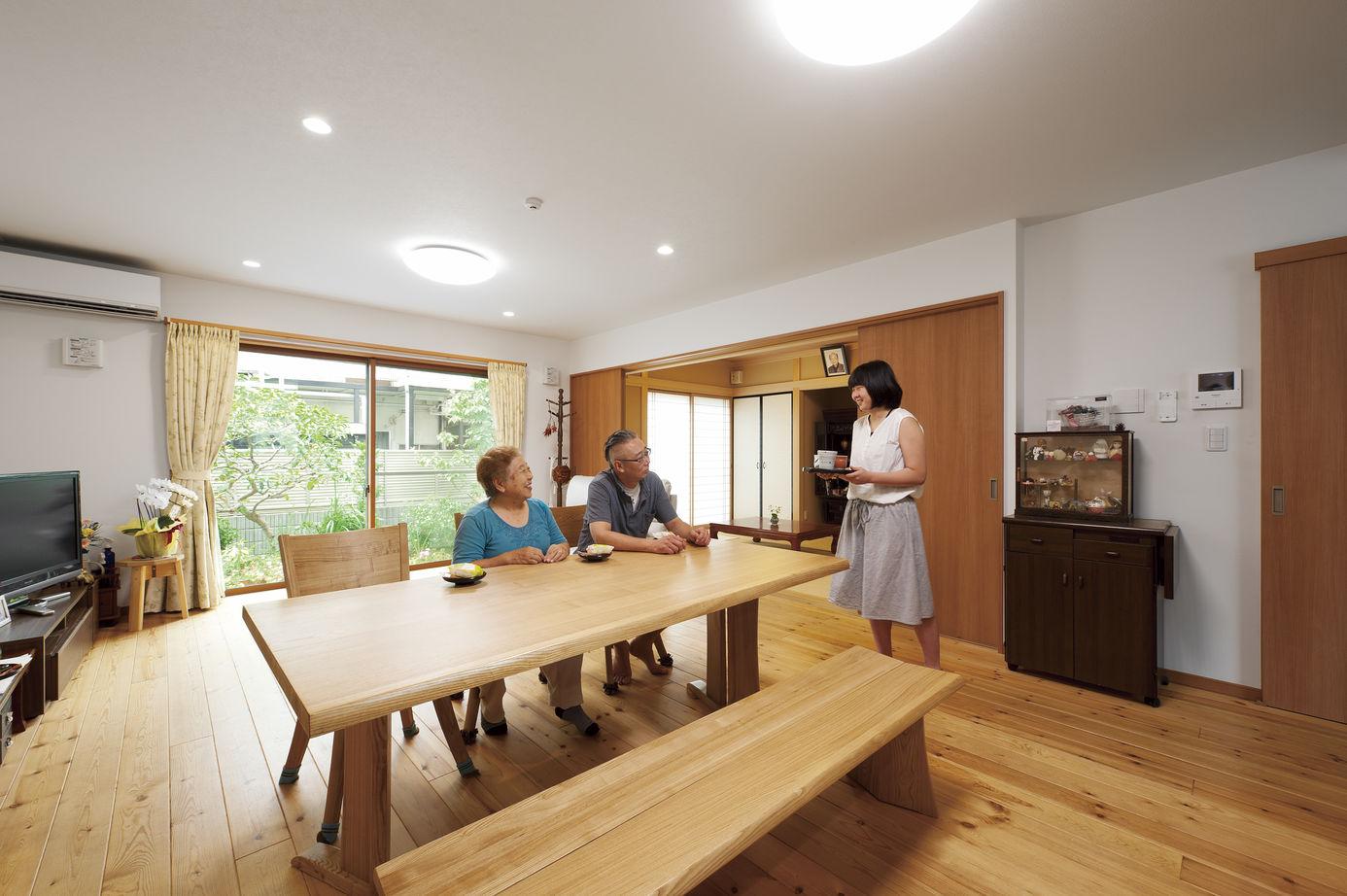2階には子世帯用のLDKも実現。屋根面まで天井を高くして、より開放的なスペースに