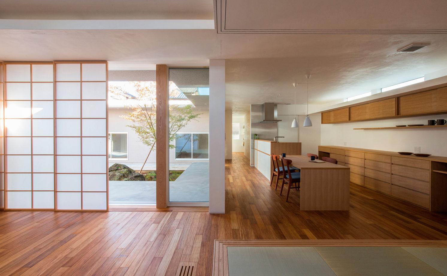 住宅地の中でも、季節とゆっくりした時間を感じて。二世帯の住まいを快適にしたシンプルデザインの平屋画像3