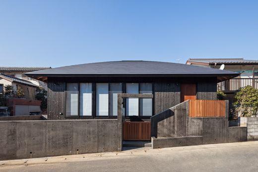 【2500万円/和モダン】焼き杉のかっこいい外観と、天然木材の色味・優しい日差しにあふれた平屋住宅画像2