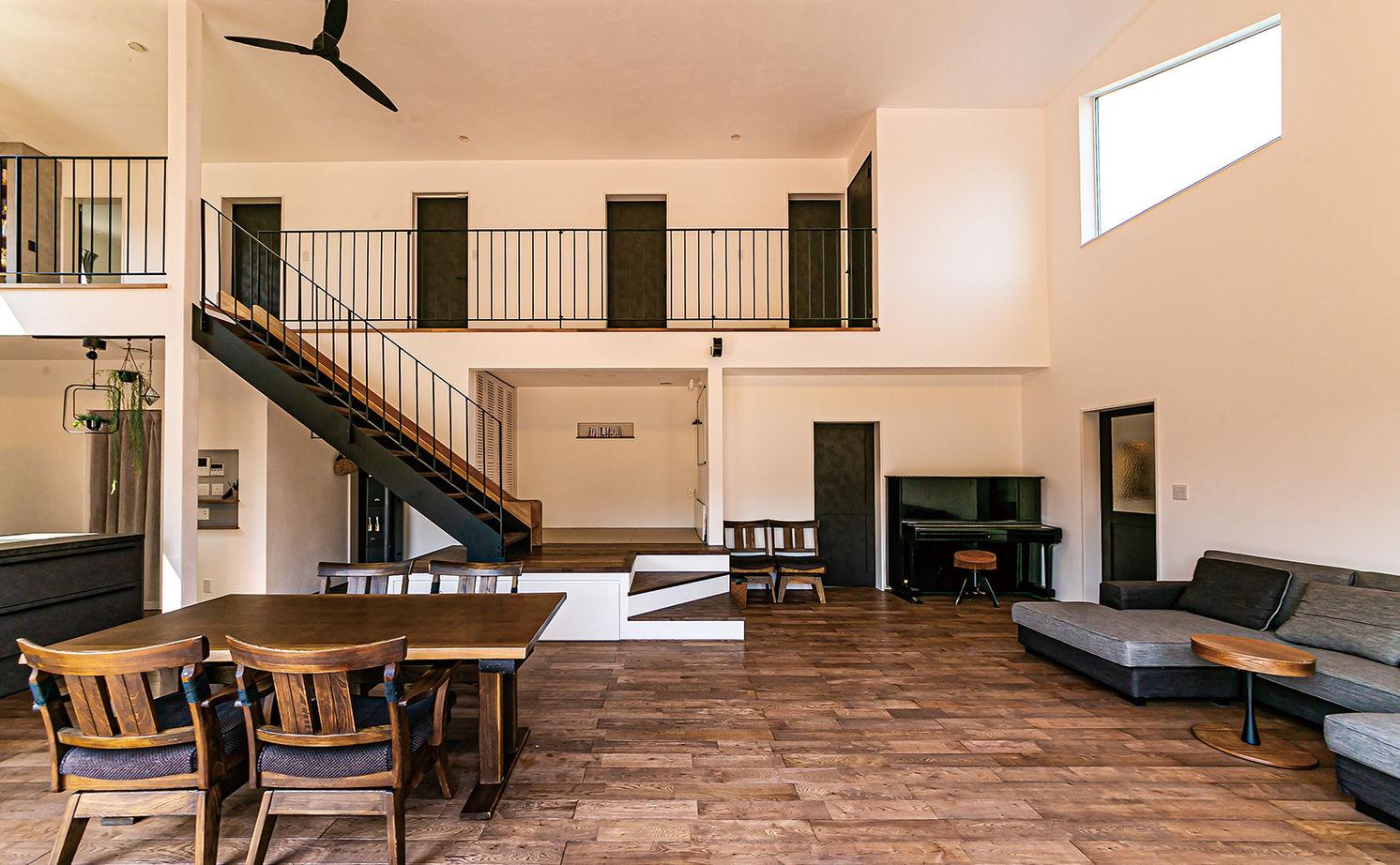 漆喰に包まれた大空間リビングと憧れの滑り台のある住まい画像3