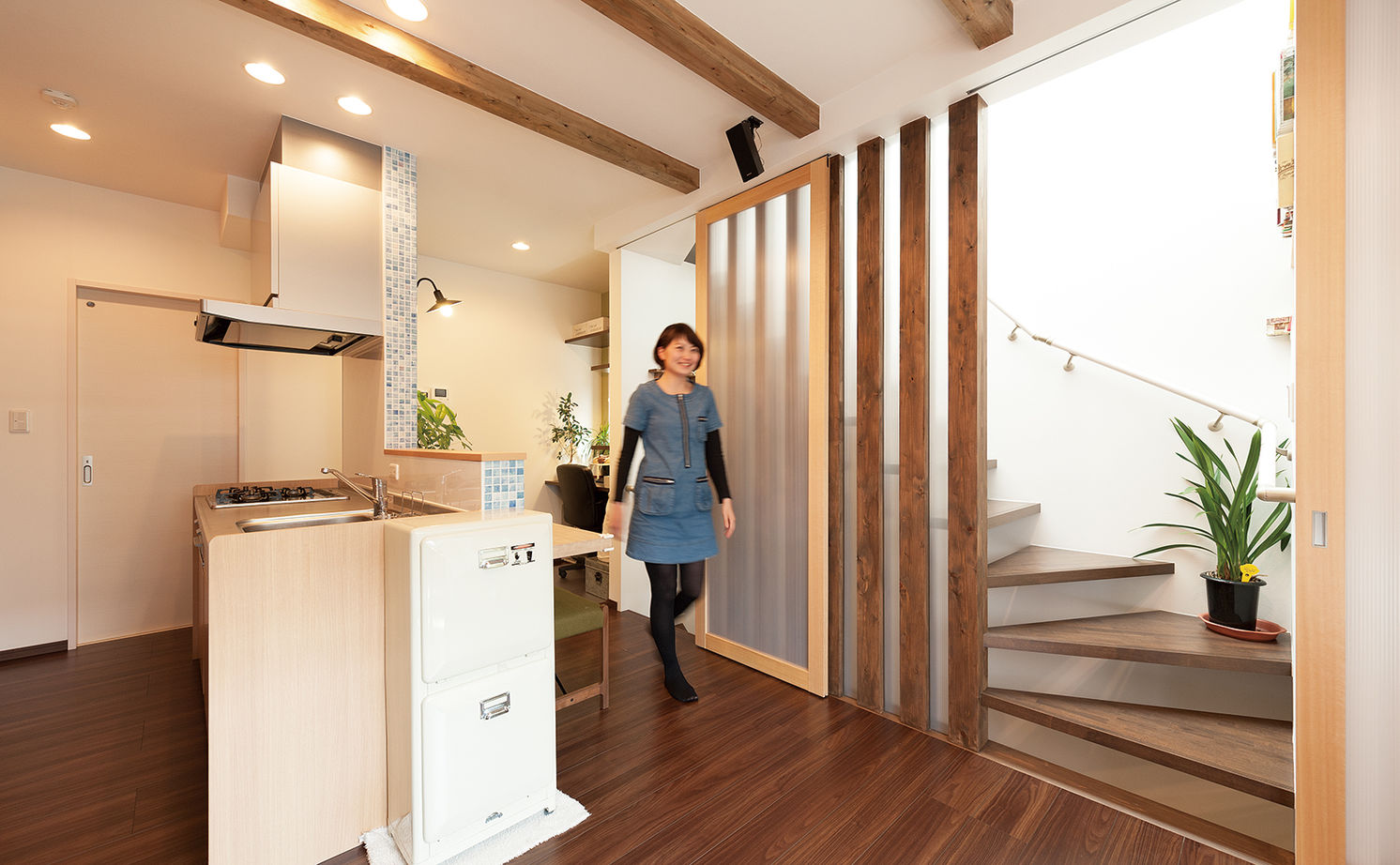 【1500~2000万円】わずか17.8坪に建てた2世帯住宅。タテヨコに広がる設計で開放感あり画像2