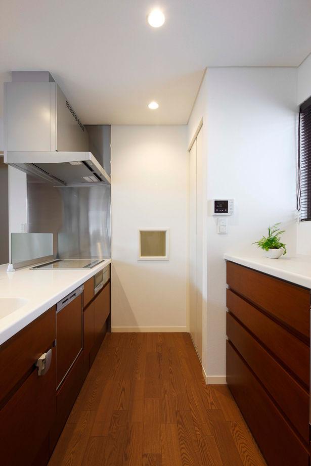 20坪の敷地で広く暮らす工夫が満載。ビルトインガレージや大収納空間「蔵」画像3