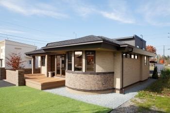 モダンで優雅かつ上品なデザインの美しい平屋住宅画像1