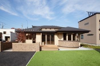 モダンで優雅かつ上品なデザインの美しい平屋住宅画像2