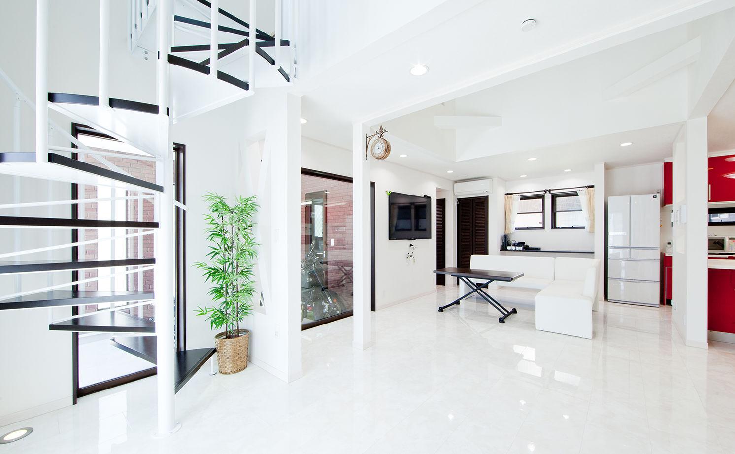 【1000万円台】【ビルトインガレージ】夫婦のこだわりをすべて実現。螺旋階段とビルトインガレージの家画像2
