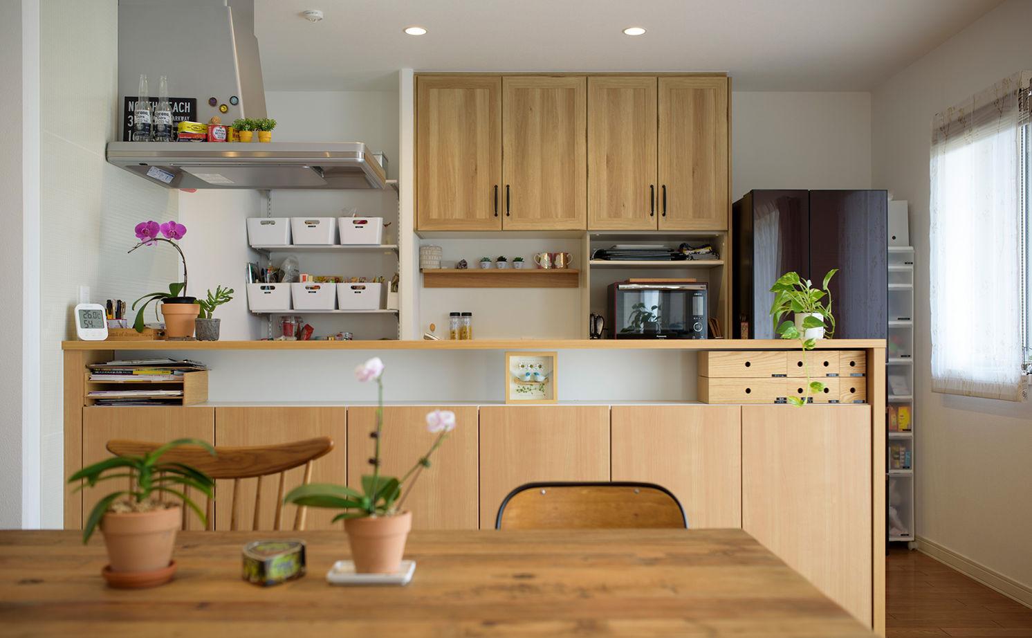 伸びやかな大空間に、植物の緑が映える洗練されたインテリア。カフェのようなくつろぎの住まい画像3