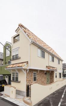 【1000万円台/間取図/変形地】細長いL字の個性的な土地に屋上付きの可愛い3階建て画像1