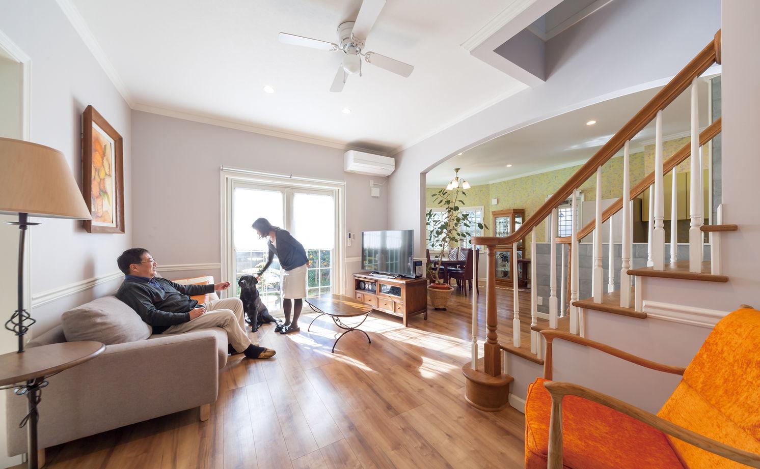 【1000万円台・間取り図公開】アメリカ住宅の軽やかなデザインを再現。リビング階段とパノラマ窓のある家画像2