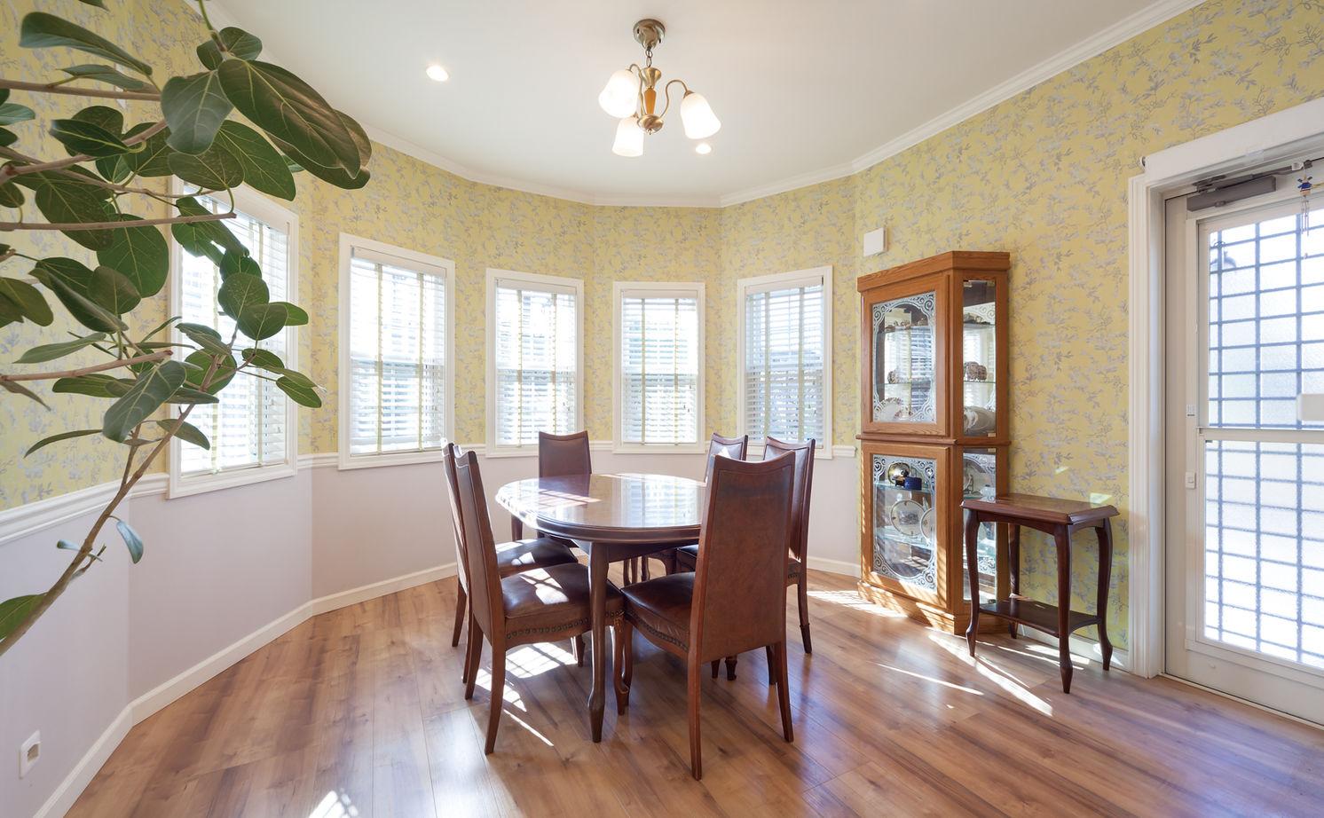 【1000万円台・間取り図公開】アメリカ住宅の軽やかなデザインを再現。リビング階段とパノラマ窓のある家画像3