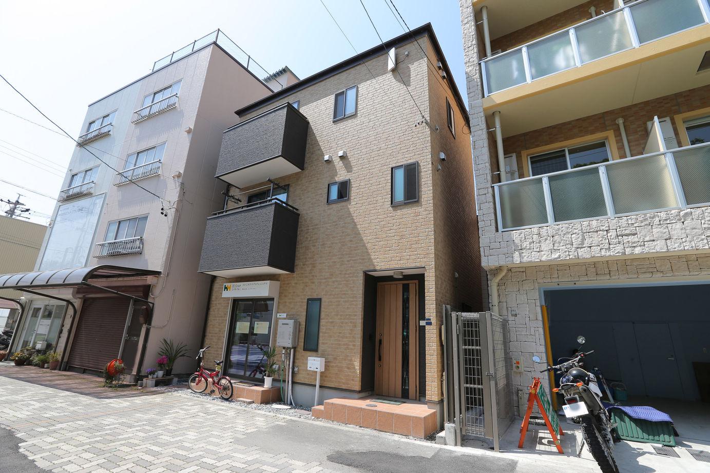 約15坪の狭小地に建てた3階建ての事務所兼住宅画像3