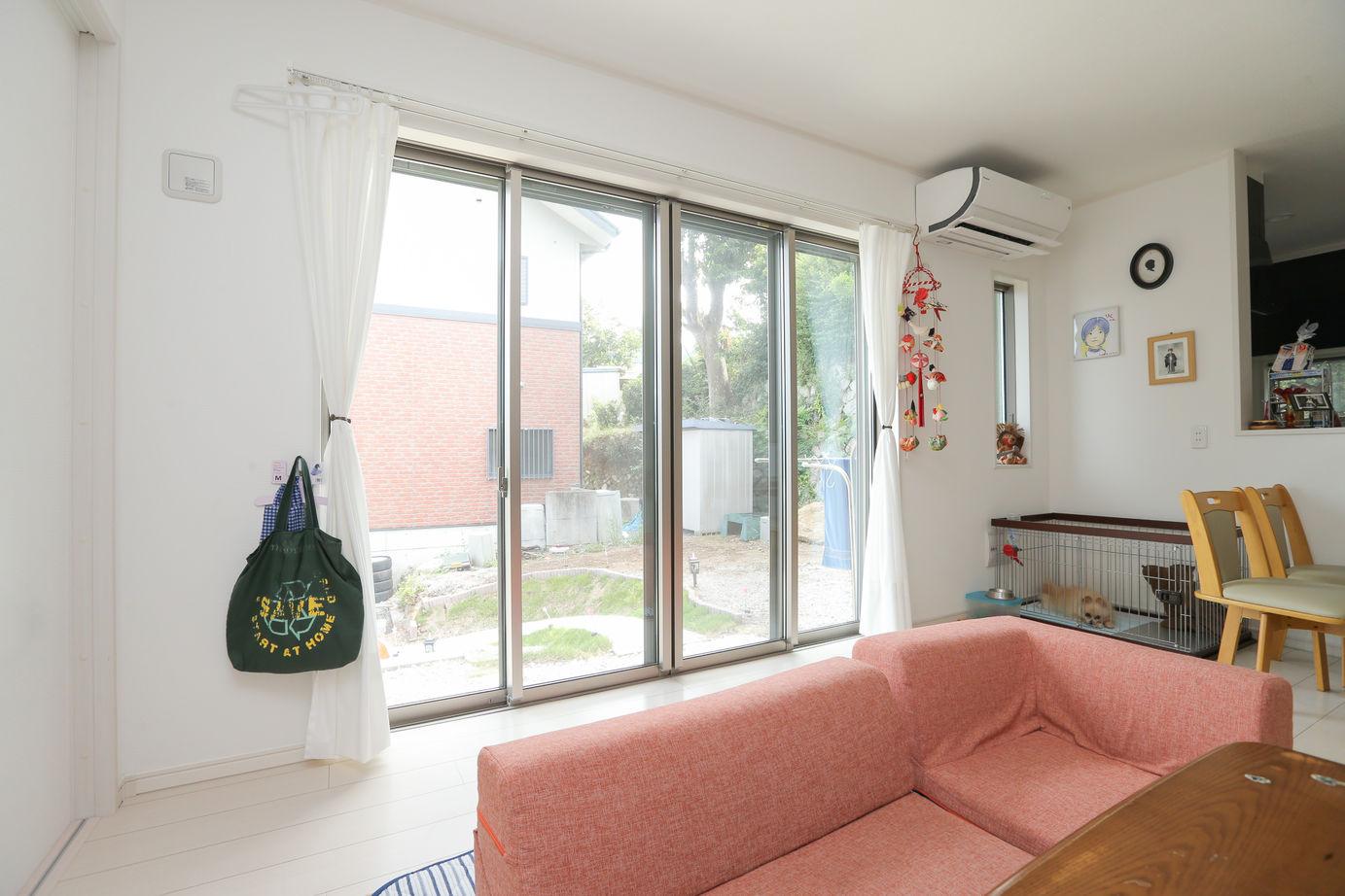 海を望め陽光差し込む邸宅、太陽光発電で光熱費を抑えるエコ住宅画像1