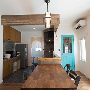 【2430万円】イメージはビーチリゾートの家。木×石×鉄で仕上げたカッコいいカリフォルニアスタイルの平屋画像2