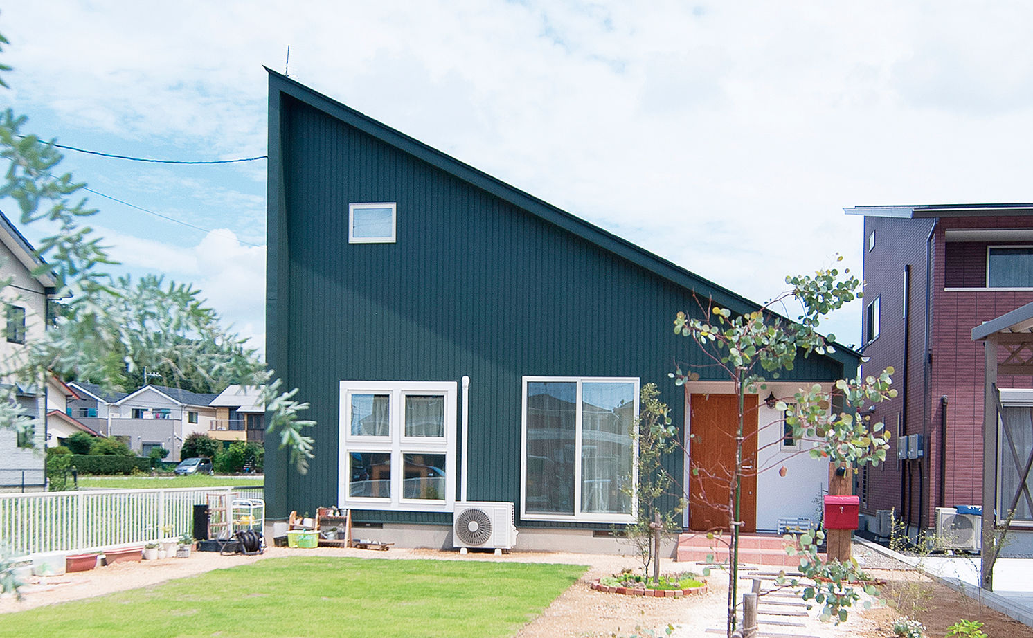 【平屋風×造作家具】手仕事が大好きな夫妻が選んだ、家具までハンドメイドの平屋風の住まい画像1