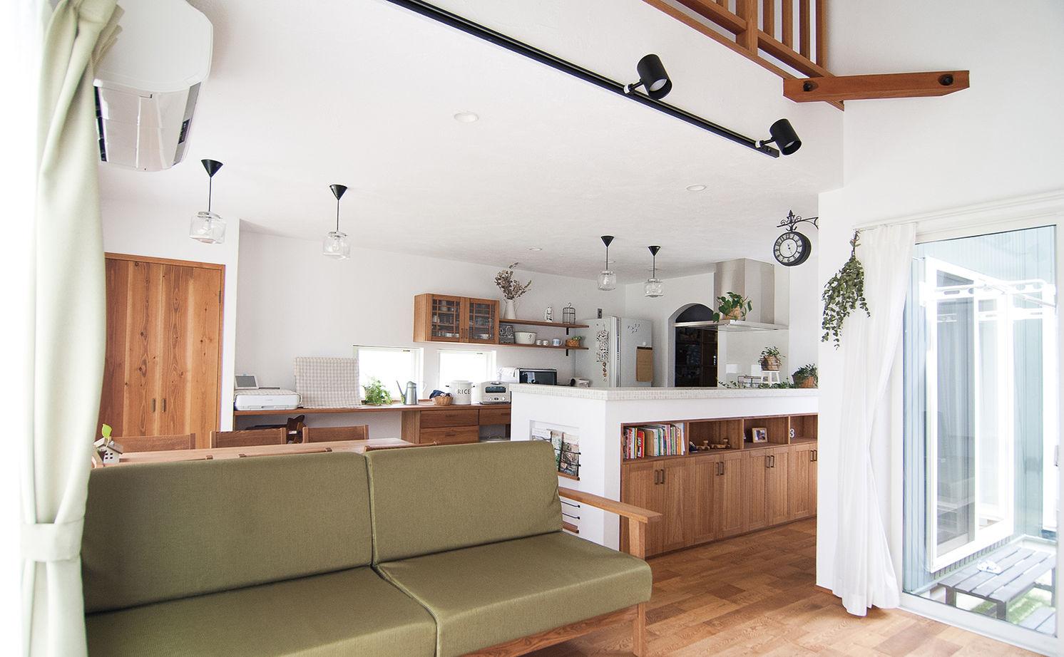 【平屋風×造作家具】手仕事が大好きな夫妻が選んだ、家具までハンドメイドの平屋風の住まい画像2