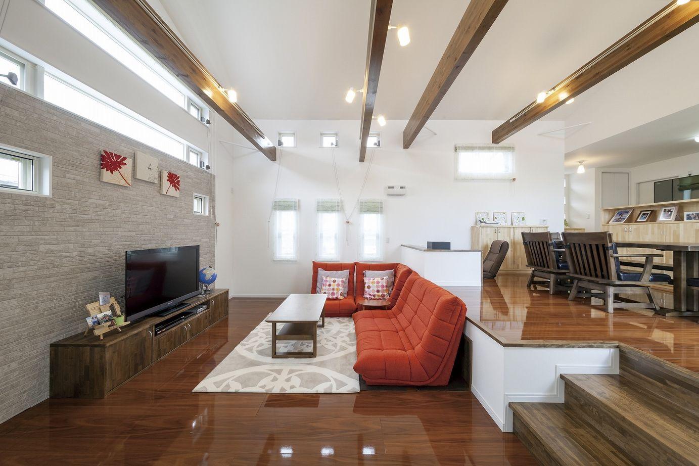 【平屋】プライバシーも守る光の設計。開放的なスキップフロアの平屋の家画像1