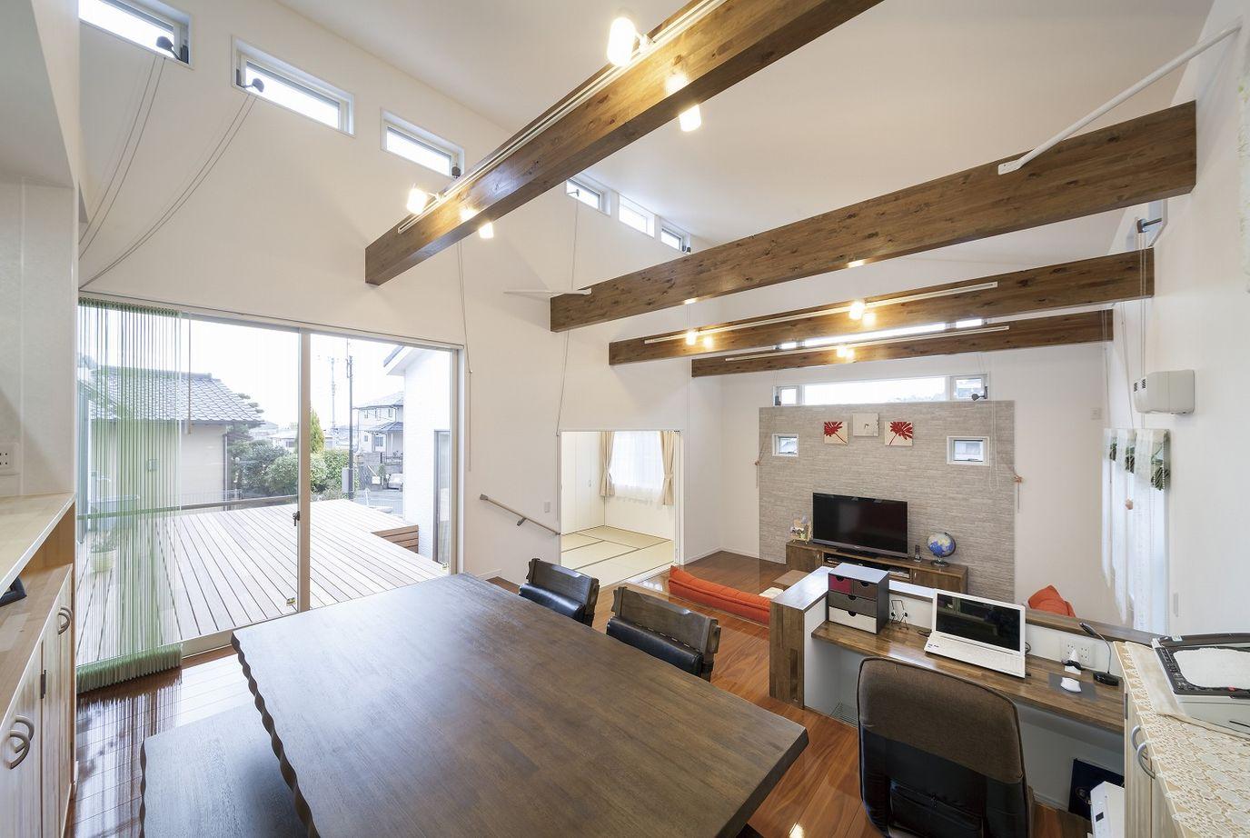 【平屋】プライバシーも守る光の設計。開放的なスキップフロアの平屋の家画像2