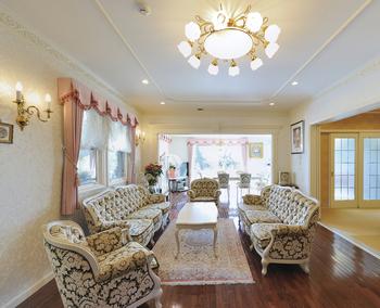 ロココ調の家具が映える優美な邸宅 年中快適な室内に上質の時が流れる画像2