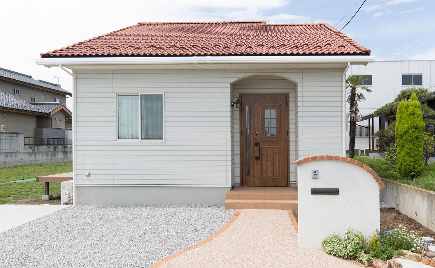 【1000万円台/約30坪】仲良し5人家族の元気と笑顔がはじける、赤い屋根の可愛い平屋画像1