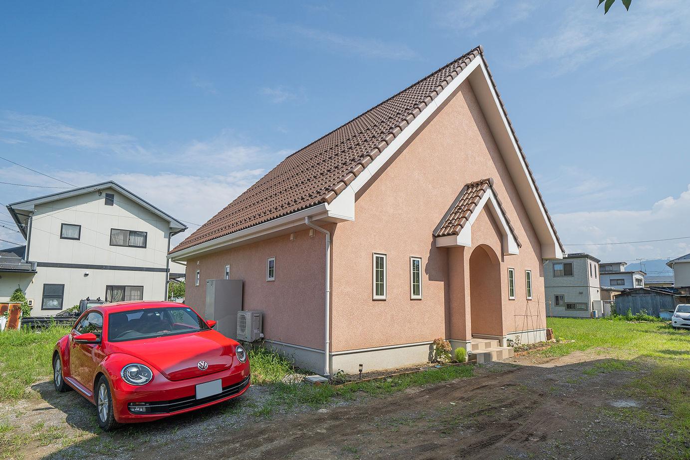 10寸勾配屋根が目印!こだわりのデザインと家事ラクの工夫が満載の平屋の家<27.6坪/間取り図あり>画像1