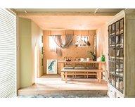 【無垢材やタイルが魅力!ヴィンテージ感あふれるデザイン】クラシスホーム緑店オフィス棟モデルハウス