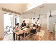 【高崎市栄町】テラスを囲うようにLDKを設計した家族みんなが暮らしを楽しむセミコートハウス