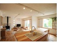 【iestory】木と漆喰の心地よい自然素材。シンプルで温かみのある空間のモデルハウス/前橋市