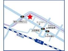 JR横須賀線『衣笠』駅徒歩2分♪駅を背にして左手、有名なお蕎麦屋さん『本陣』を過ぎて、信号を渡ります。ミニストップが見えたらもうすぐ♪