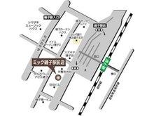 JR根岸線「磯子」駅の改札を出て、歩道橋を渉り、左側の階段を降ります。横断歩道を渡り、パチンコ屋さん(PLAZA)の隣の建物です。入口は、階段を下りた地下1階左手にございます。