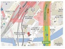 横浜駅東口から徒歩2分。横浜中央郵便局と崎陽軒の間を道なりに直進。帷子川を渡らず万里橋の手前の角にあるビルの9Fが弊社です。