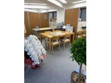 下北沢駅 南口から徒歩4分 茶沢通り沿いにございます☆