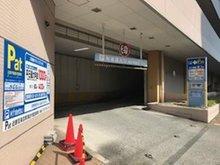 近鉄百貨店の駐車場をご利用下さい。駐車チケットをお渡し致します。