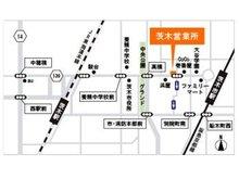 阪急茨木市駅徒歩4分、JR茨木駅徒歩12分の立地。提携駐車場がございます。駐車券をお渡ししますので、お車でのご来店もお待ちしております。
