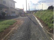 大字三本木字里ノ沢 400万円 前面道路の様子。舗装はされていませんが市道です。