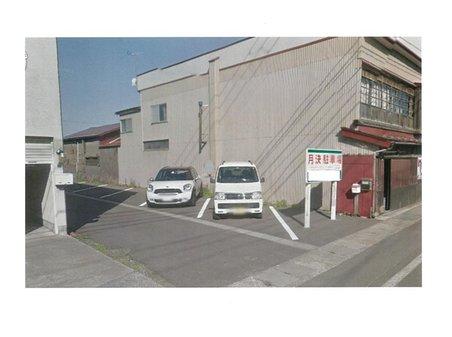 大字松森町(弘前東高前駅) 1800万円 現在、月極駐車場として利用中。