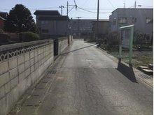 海老川町(下北駅) 500万円 前面道路の様子。全舗装された道路です。