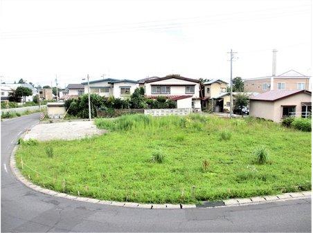 大字文京町(弘前学院大前駅) 815万円~990万円 全3区画にて販売します。2021年8月撮影。