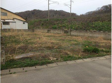 大字野内字菊川(野内駅) 200万円 現地の様子です。東隣は鉄道用地のため騒音がある場合もあります。