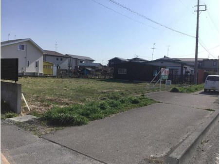 苗振谷地(下田駅) 2400万円 現地(2019年5月)撮影 水路を跨ぐ通路があります。
