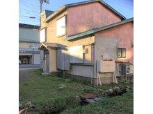 字田町(五所川原駅) 600万円 現地(2018年10月)撮影 写真手前に水路が見えます。