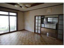 下長3(長苗代駅) 1200万円 1階の洋室(リビング)からキッチンを撮影